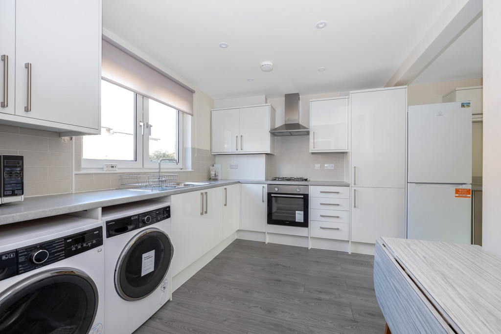 3 bed house to rent in Abbots Park, Tulse Hill, London  - Property Image 2