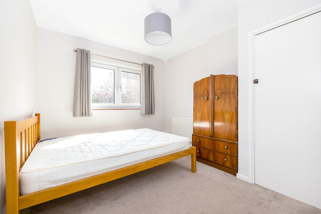 3 bed house to rent in Abbots Park, Tulse Hill, London 12