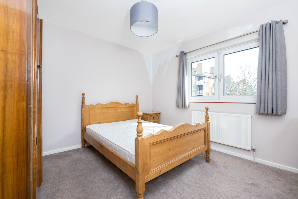 3 bed house to rent in Abbots Park, Tulse Hill, London 13