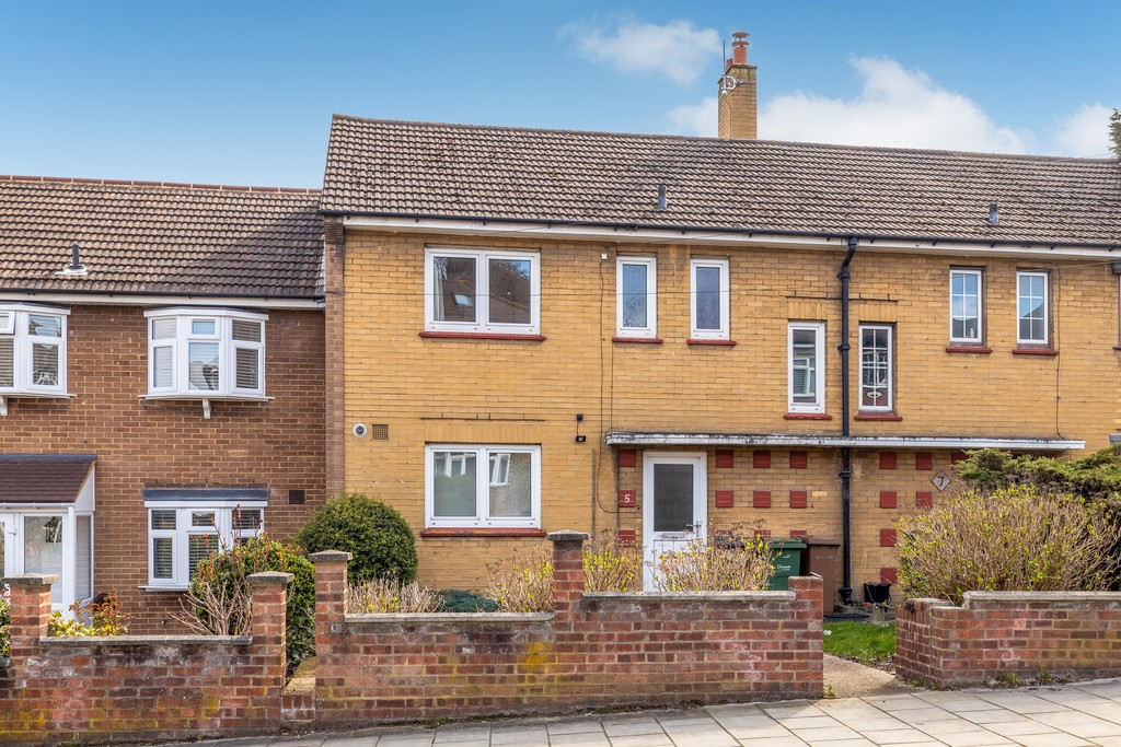 3 bed house to rent in Abbots Park, Tulse Hill, London 17