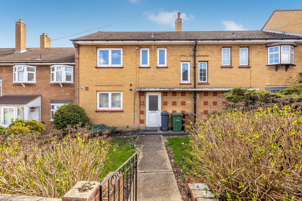 3 bed house to rent in Abbots Park, Tulse Hill, London 18