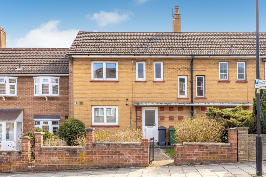 3 bed house to rent in Abbots Park, Tulse Hill, London 4