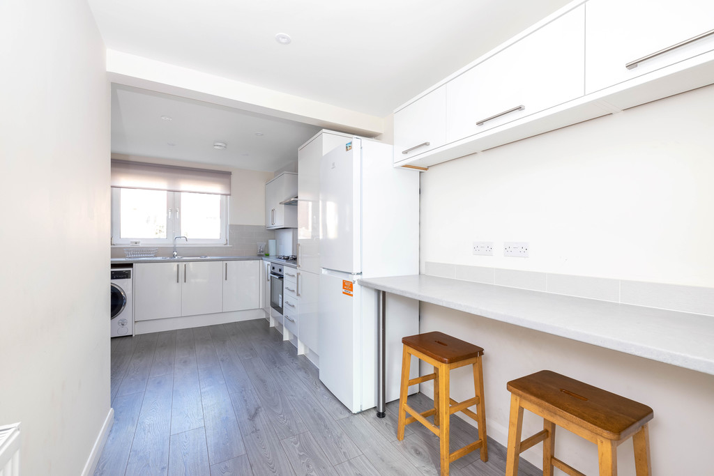 3 bed house to rent in Abbots Park, Tulse Hill, London  - Property Image 6