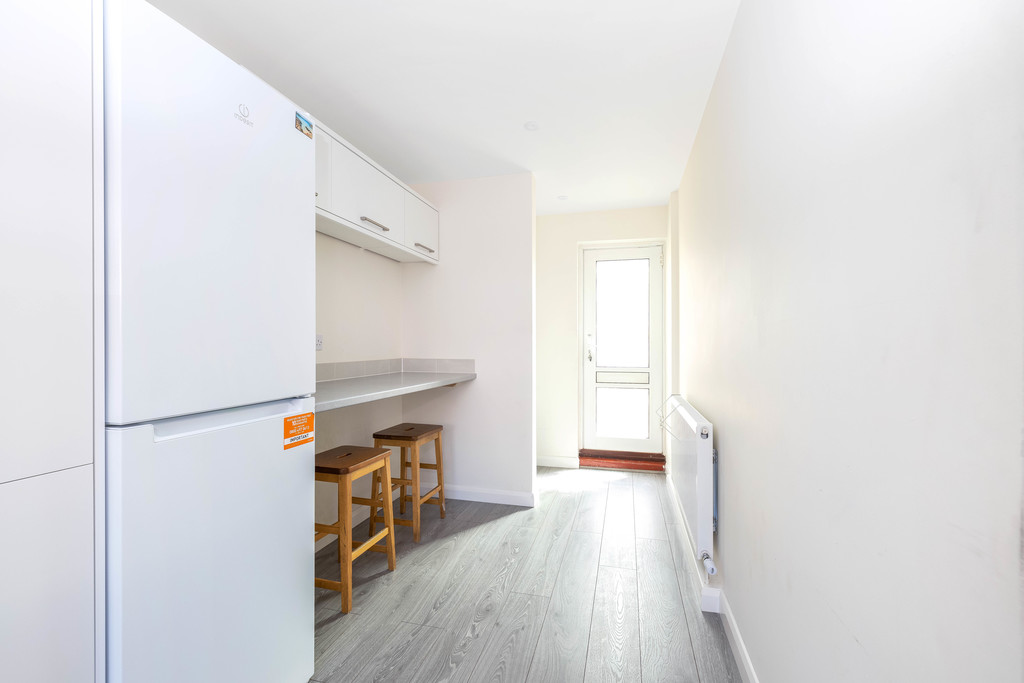 3 bed house to rent in Abbots Park, Tulse Hill, London 7