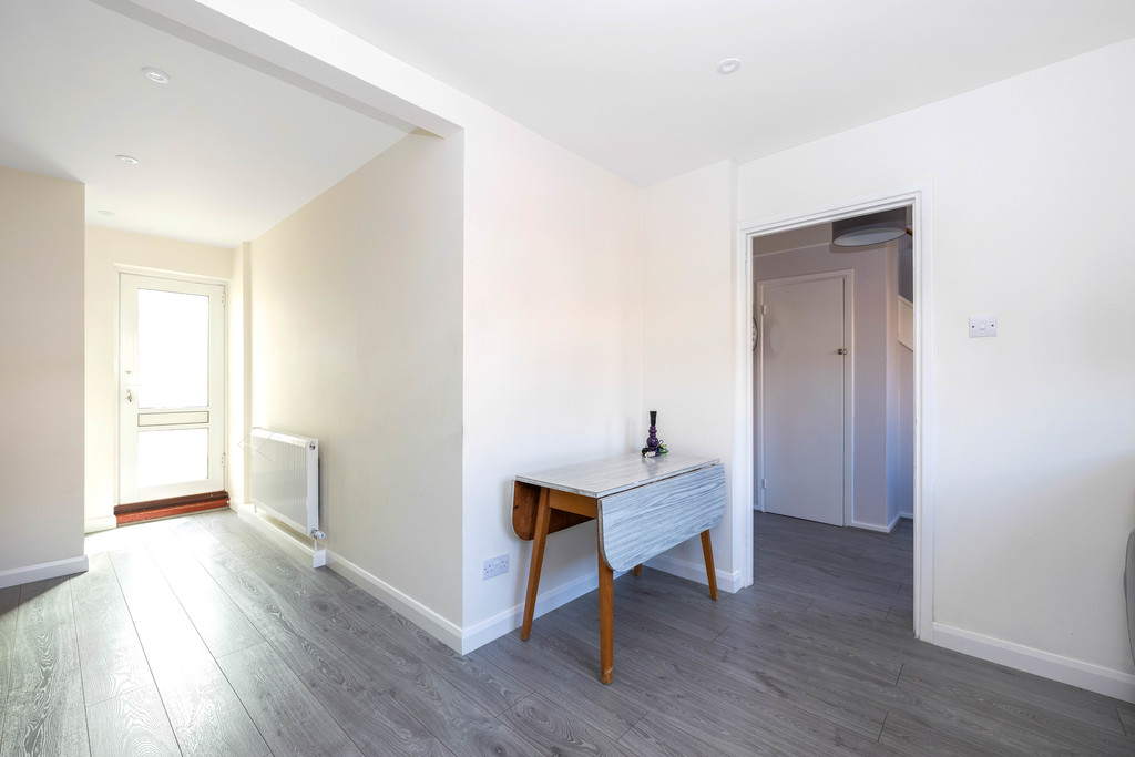3 bed house to rent in Abbots Park, Tulse Hill, London 8
