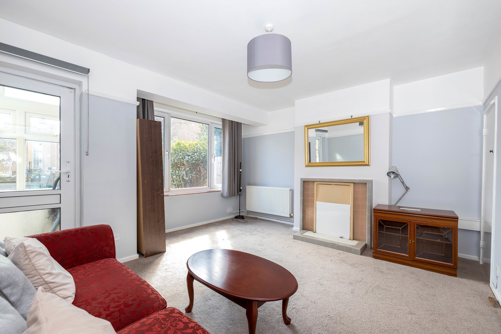 3 bed house to rent in Abbots Park, Tulse Hill, London 9