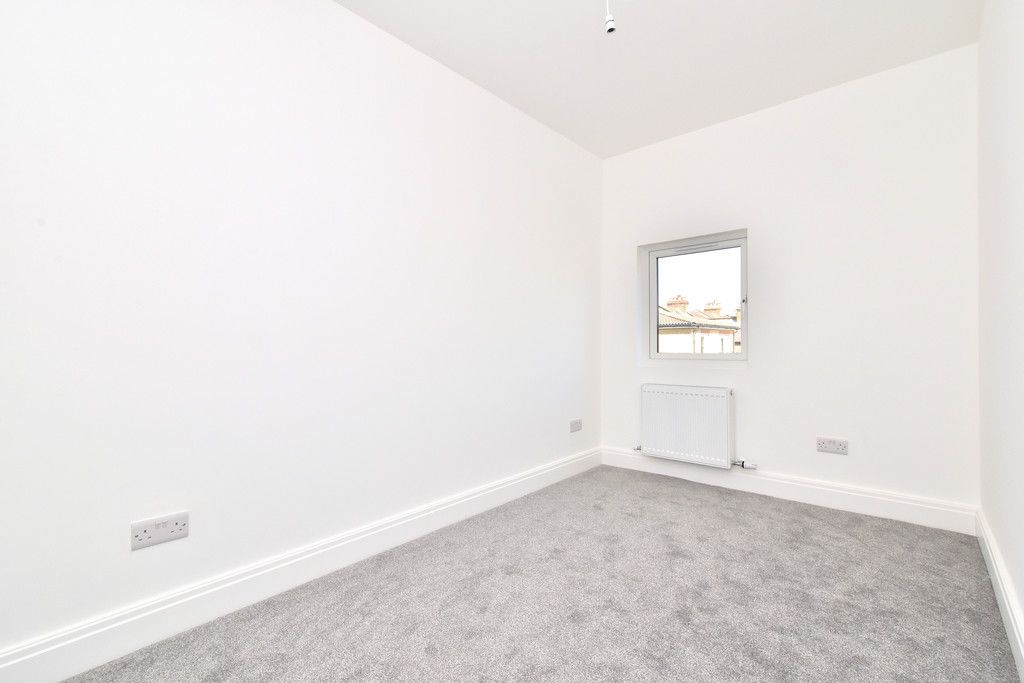 4 bed house for sale in Beckenham Lane, Bromley 7