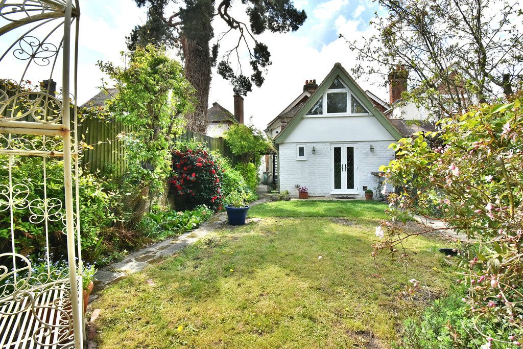 2 bed house for sale in Hayes Street, Bromley 1