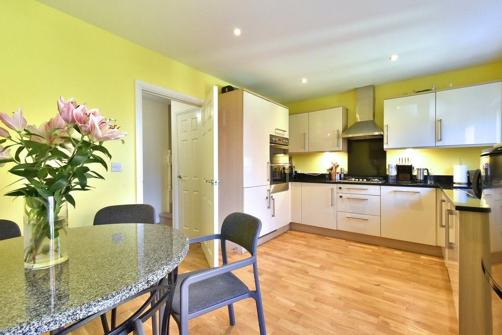 4 bed house for sale in Headingley Drive, Beckenham 3