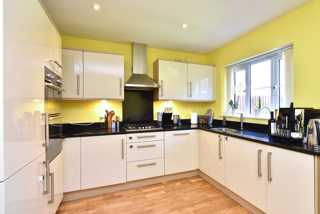 4 bed house for sale in Headingley Drive, Beckenham 4
