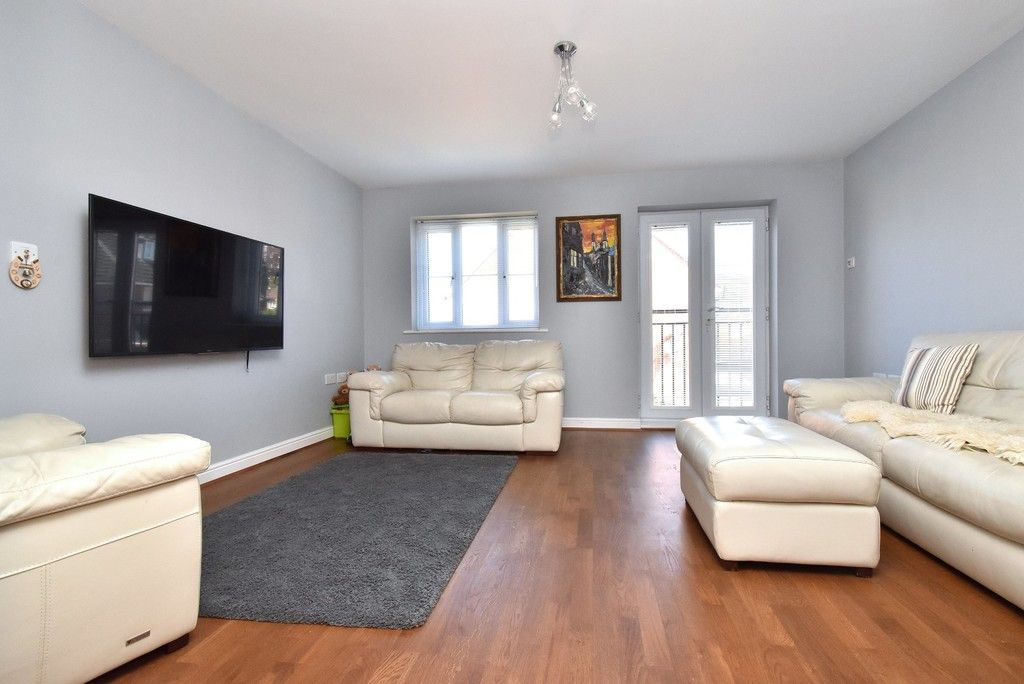 4 bed house for sale in Headingley Drive, Beckenham 5