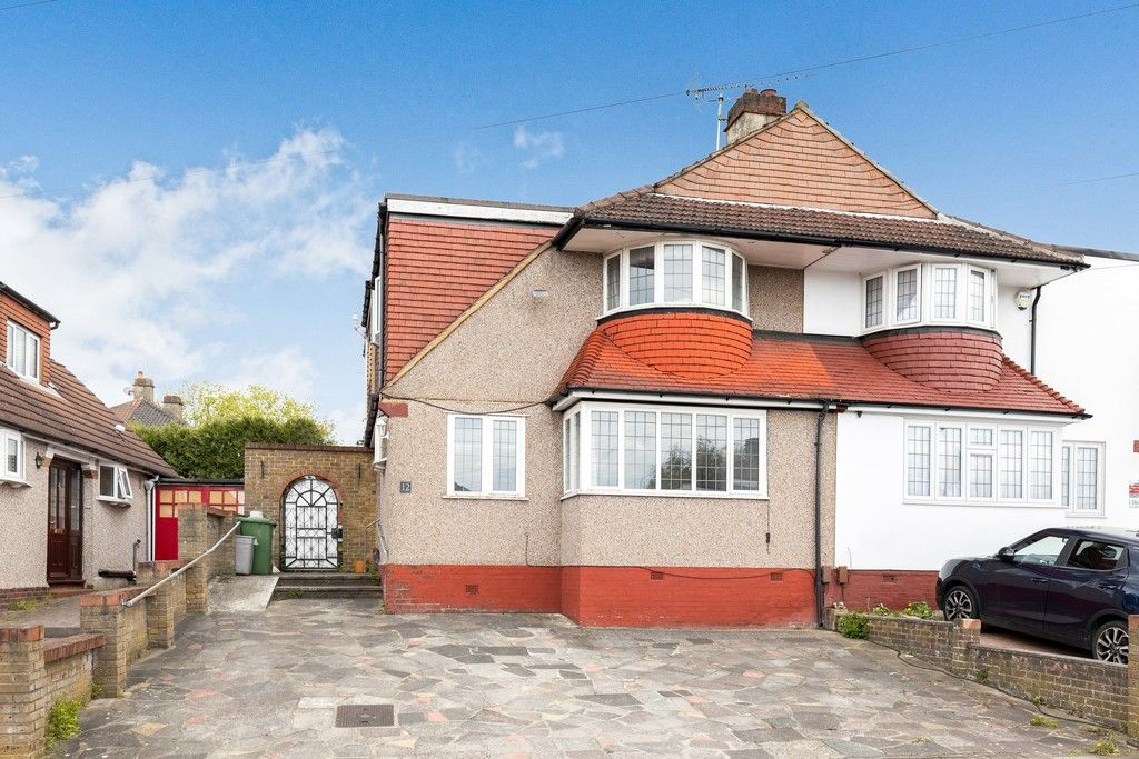 3 bed house for sale in Treewall Gardens, Bromley  - Property Image 1