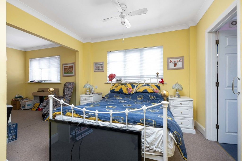 3 bed house for sale in Treewall Gardens, Bromley  - Property Image 11