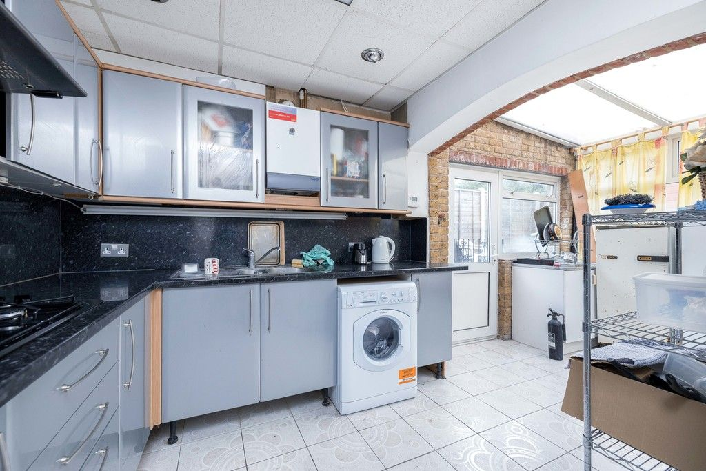 3 bed house for sale in Treewall Gardens, Bromley 7