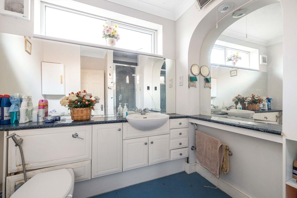 3 bed house for sale in Treewall Gardens, Bromley  - Property Image 9