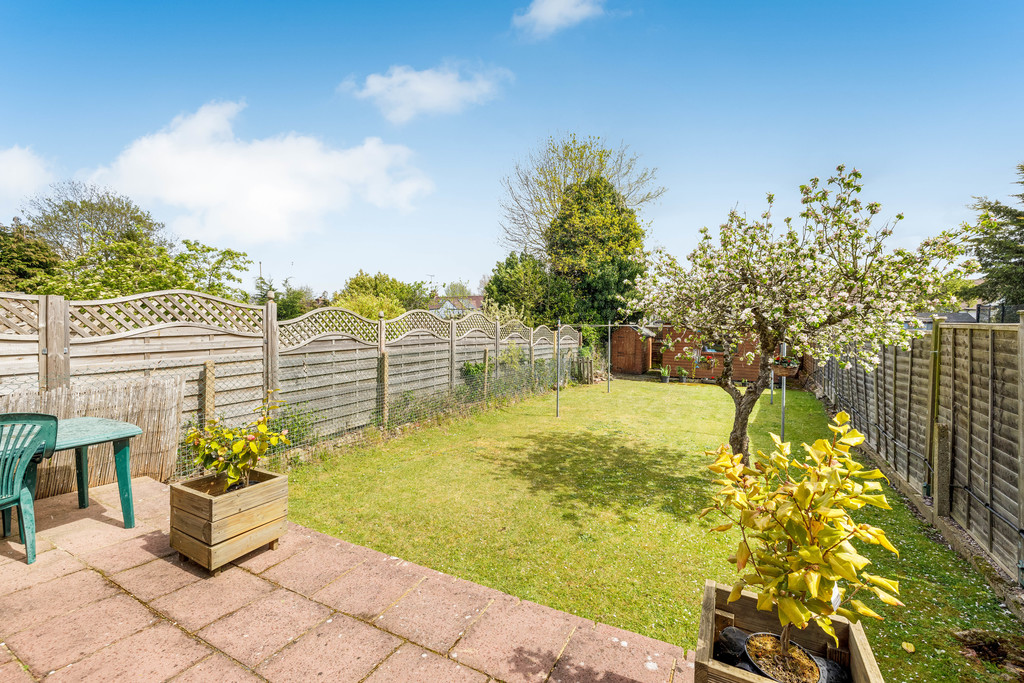 2 bed house for sale in East Drive, Orpington 2