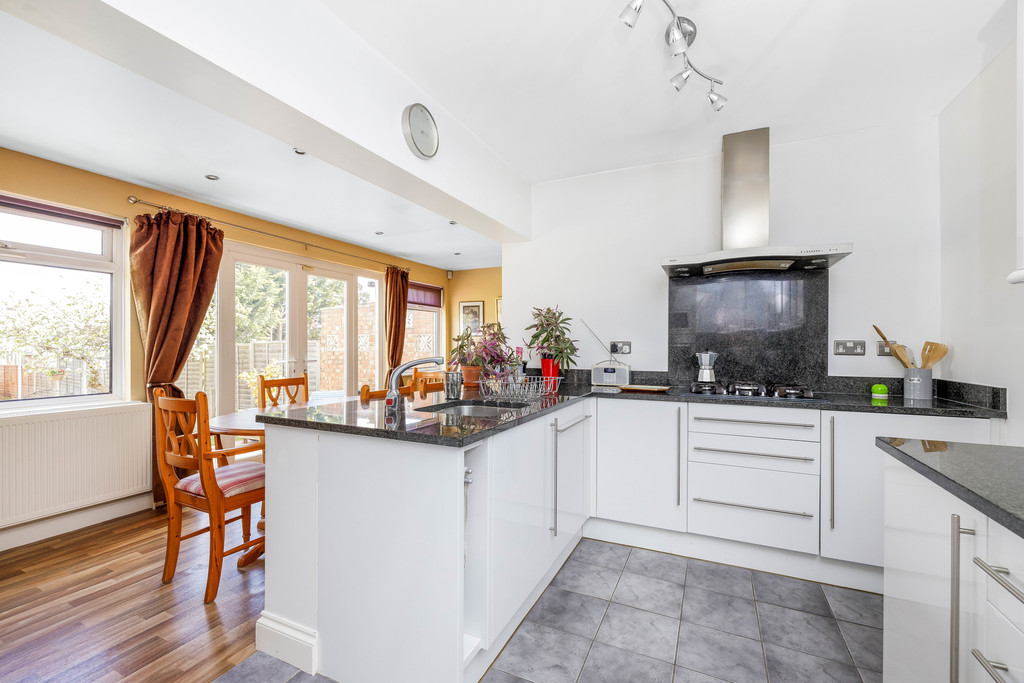 2 bed house for sale in East Drive, Orpington 8