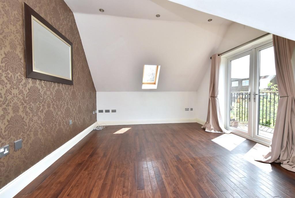2 bed flat to rent in Manor Grove, Beckenham 1