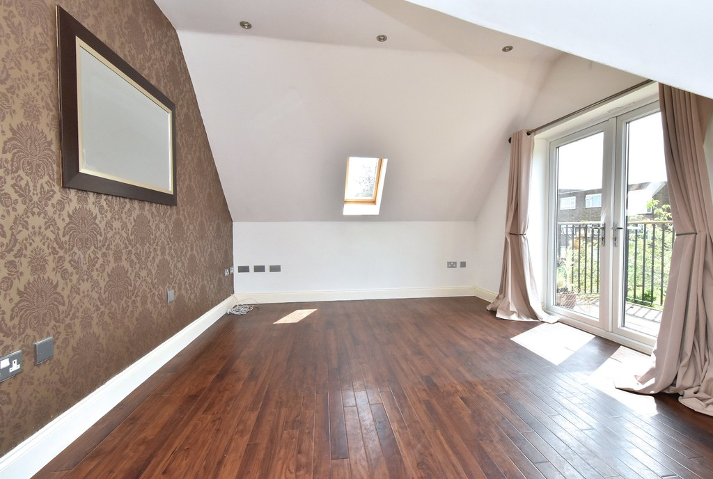 2 bed flat to rent in Manor Grove, Beckenham  - Property Image 1