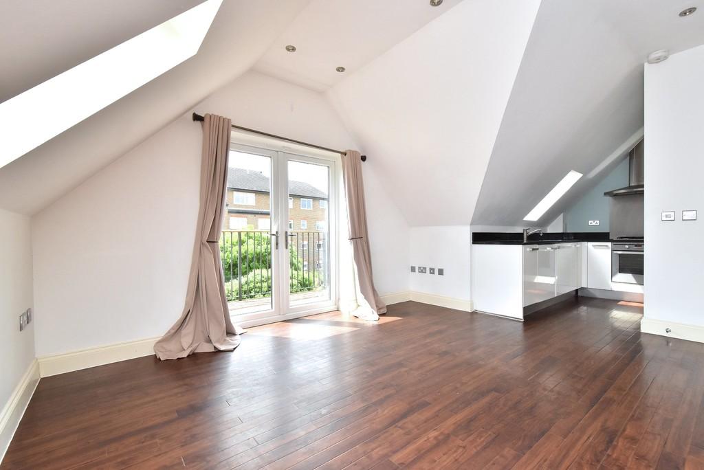 2 bed flat to rent in Manor Grove, Beckenham 2