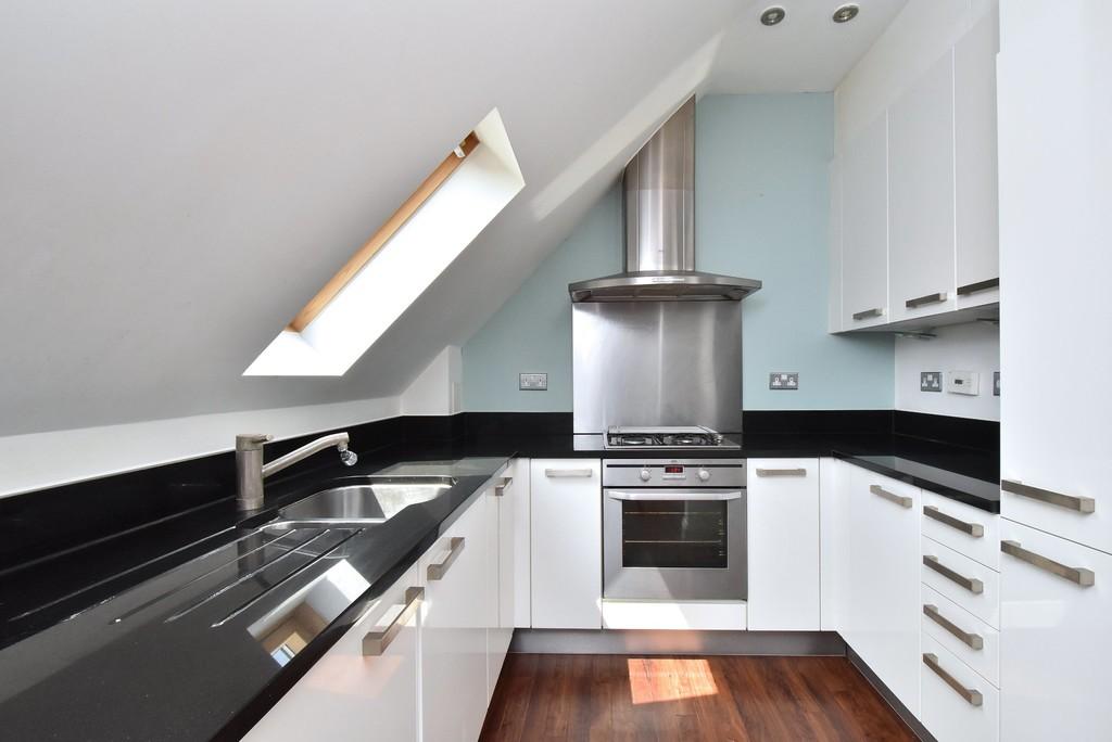 2 bed flat to rent in Manor Grove, Beckenham 4