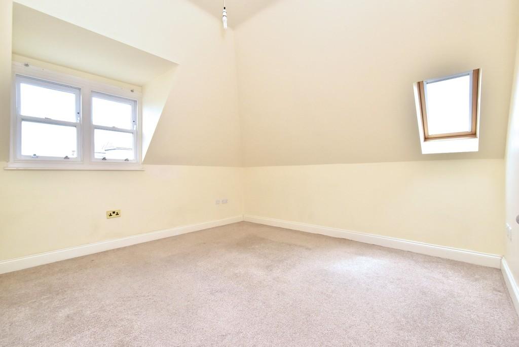 2 bed flat to rent in Manor Grove, Beckenham 5