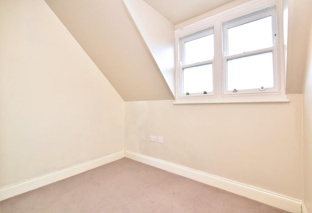 2 bed flat to rent in Manor Grove, Beckenham 6
