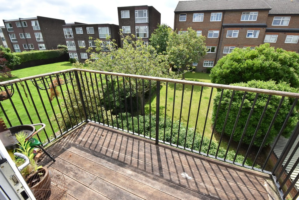 2 bed flat to rent in Manor Grove, Beckenham  - Property Image 9
