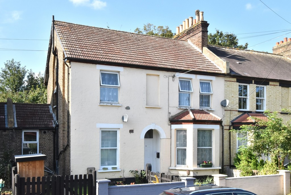 1 bed flat to rent in Selby Road, London 7