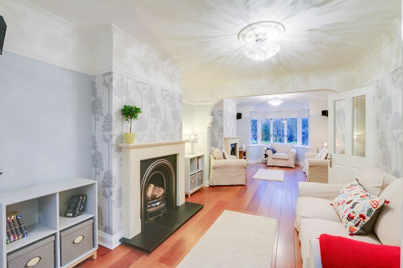 6 bed house for sale in Shelvers Way