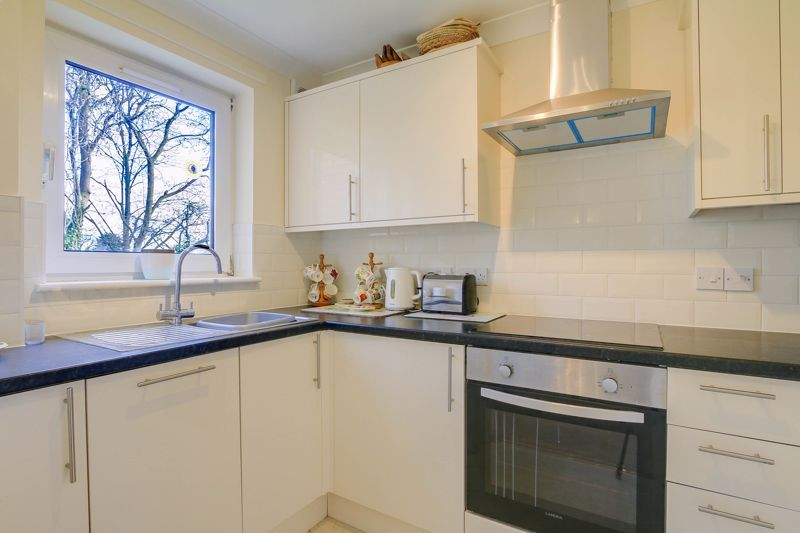 2 bed flat for sale in Ewell Road 2