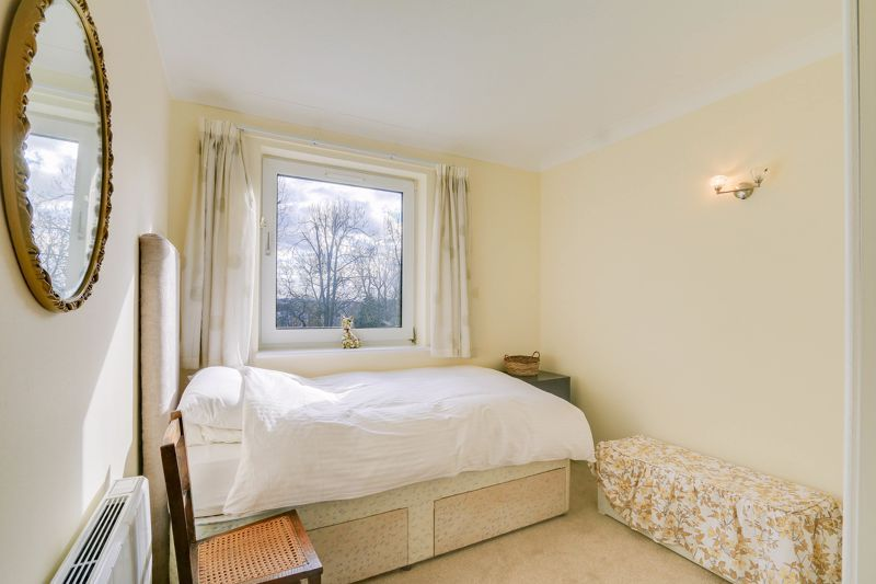 2 bed flat for sale in Ewell Road 11
