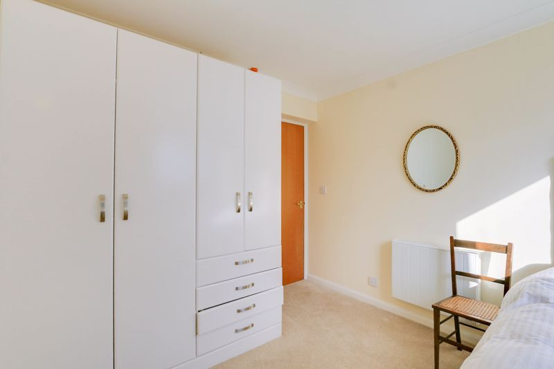 2 bed flat for sale in Ewell Road 12