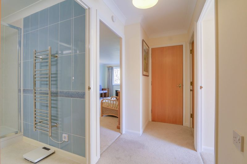 2 bed flat for sale in Ewell Road 13
