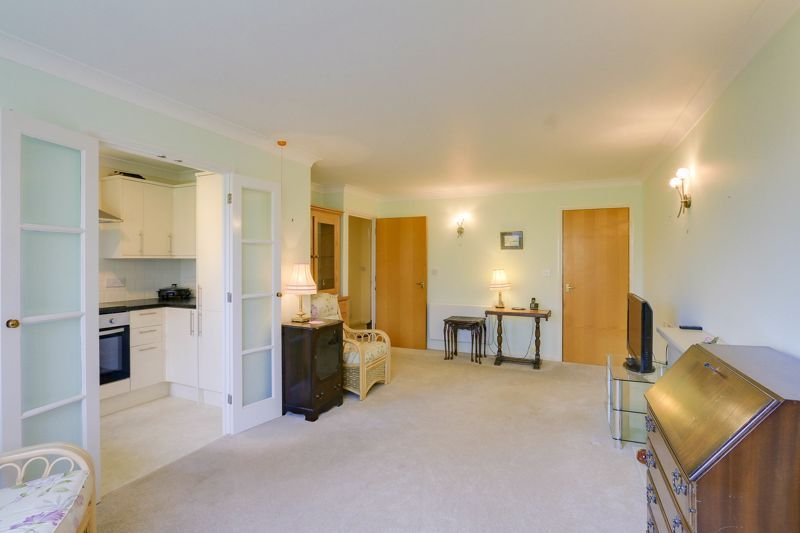 2 bed flat for sale in Ewell Road 3