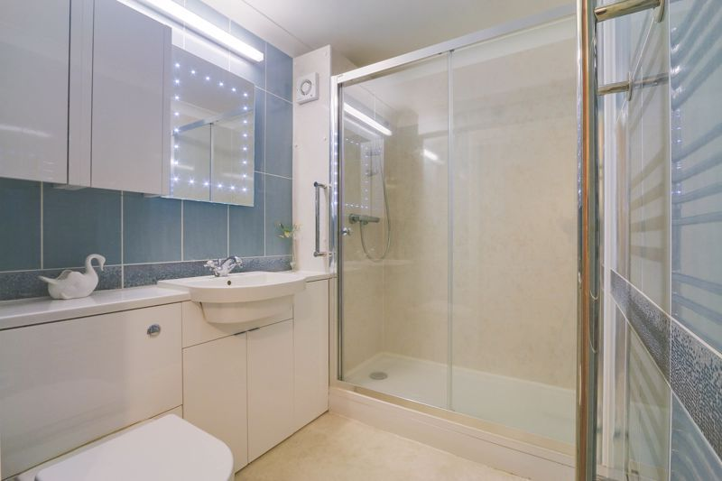 2 bed flat for sale in Ewell Road 4