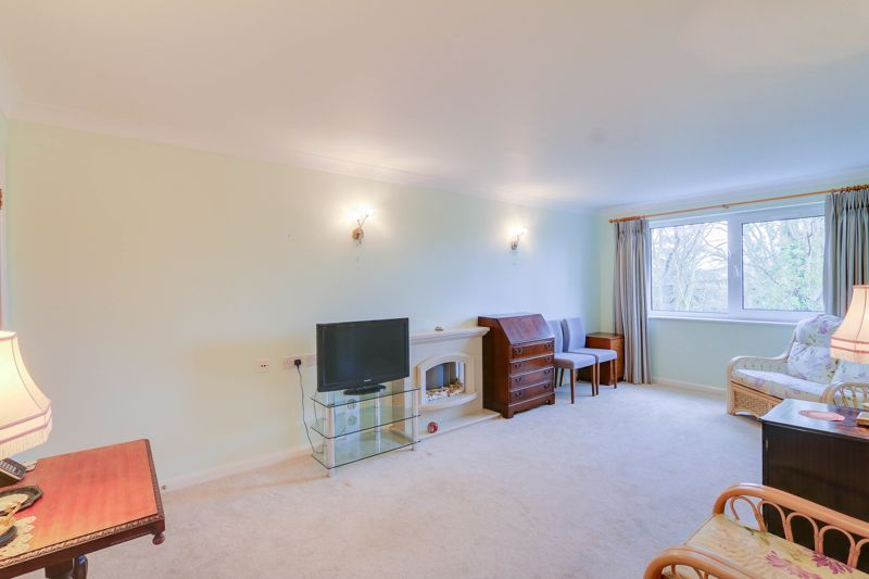 2 bed flat for sale in Ewell Road  - Property Image 6