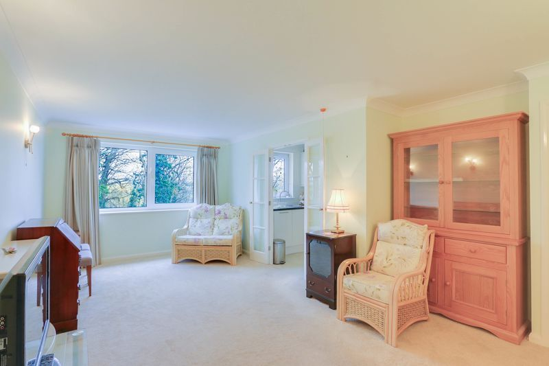 2 bed flat for sale in Ewell Road 7