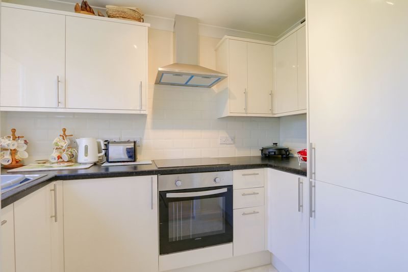 2 bed flat for sale in Ewell Road 8