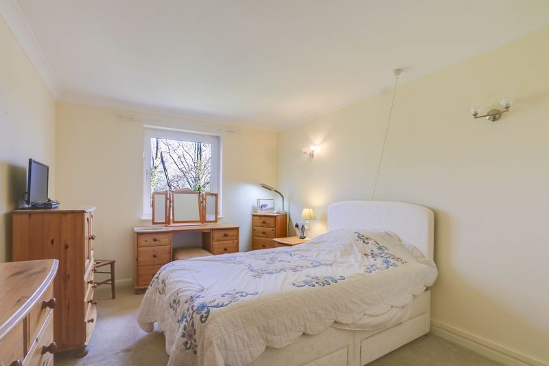 2 bed flat for sale in Ewell Road 9