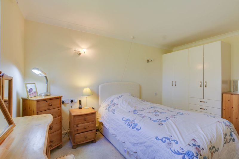 2 bed flat for sale in Ewell Road 10