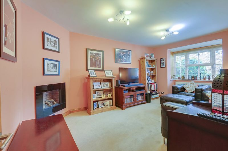 4 bed house for sale in Reigate Road 2