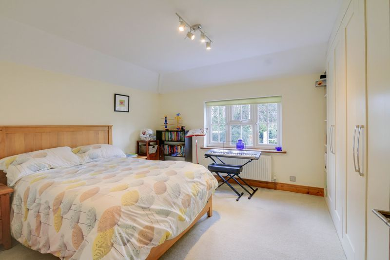 4 bed house for sale in Reigate Road 12