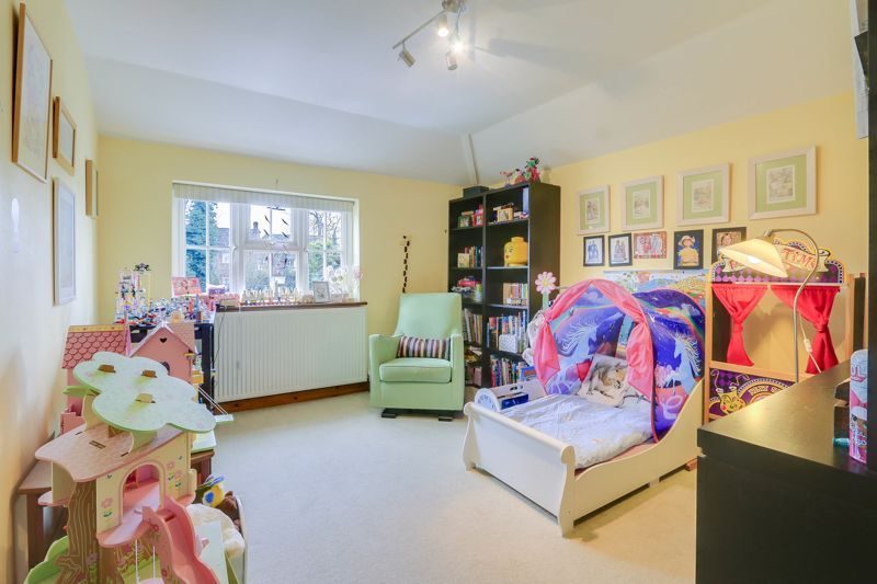 4 bed house for sale in Reigate Road 13
