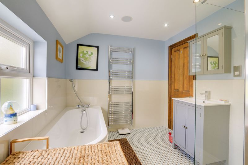 4 bed house for sale in Reigate Road  - Property Image 15