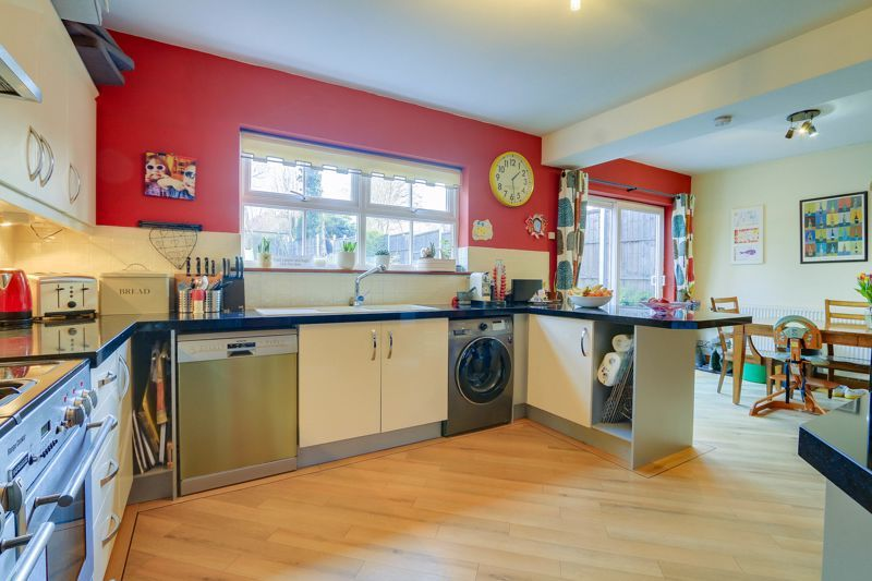 4 bed house for sale in Reigate Road 6