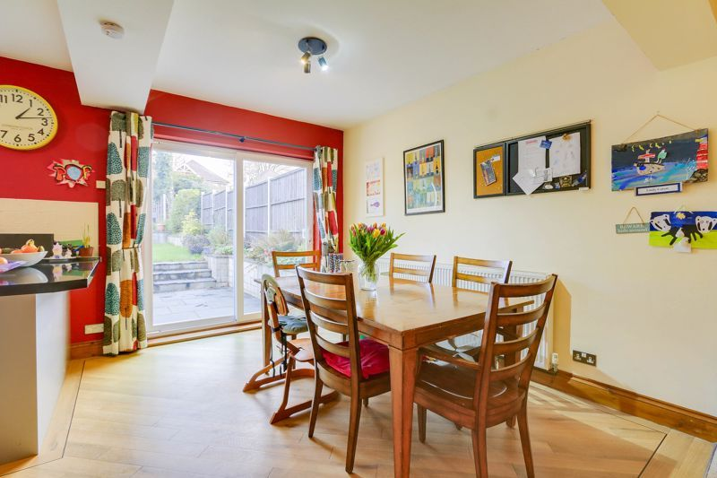 4 bed house for sale in Reigate Road 8