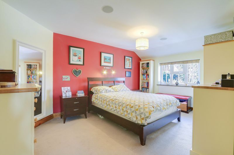4 bed house for sale in Reigate Road  - Property Image 9