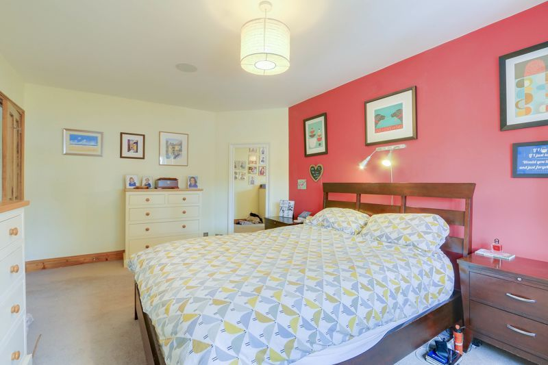 4 bed house for sale in Reigate Road  - Property Image 10