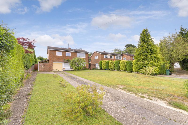 4 bed house for sale in Frensham Way 1